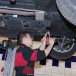 demontáž spodního krytu převodovky
